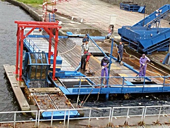 水車での作業の様子