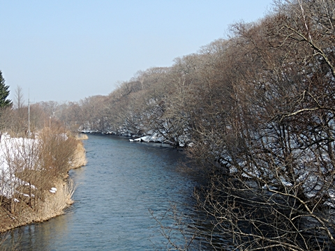 雪解けの千歳川